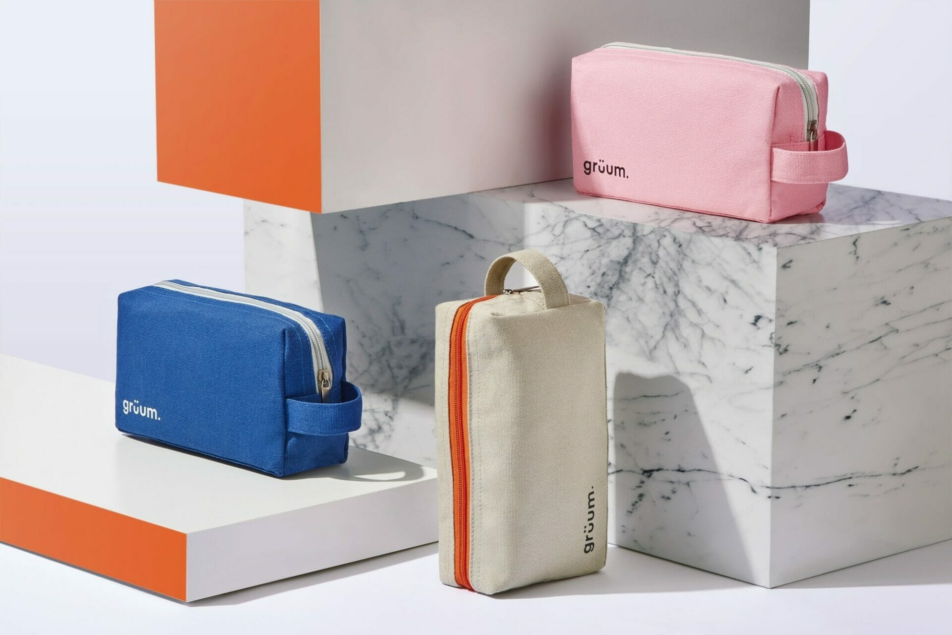 Gruum product image with pink, blue and stone reise washbags